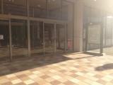開店前のSoftBankショップ